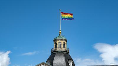 Am 5. Juni hisst das Badische Landesmuseum wieder die Regenbogenflagge auf dem Karlsruher Schlossturm.