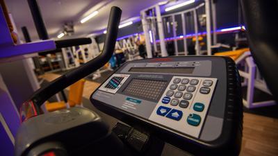 """Das Fitnesstudio """"OnTop Fitness-Point"""" in Rattelsdorf ist nahezu menschenleer. Bund und Länder haben ab dem kommenden Montag wegen der Corona-Pandemie einen Teil-Lockdown beschlossen, Fitnesstudios müssen erneut schließen. +++ dpa-Bildfunk +++"""
