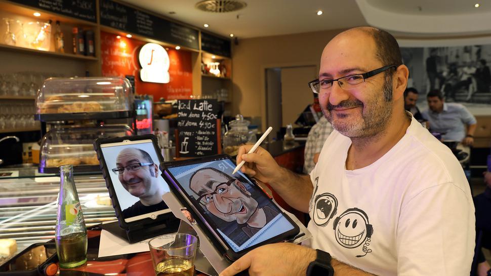 Erol Tuncay im Café