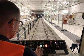 Auf Tunnelfahrt: Die erste U-Strab rollt durch die Röhre unter der Kaiserstraße.