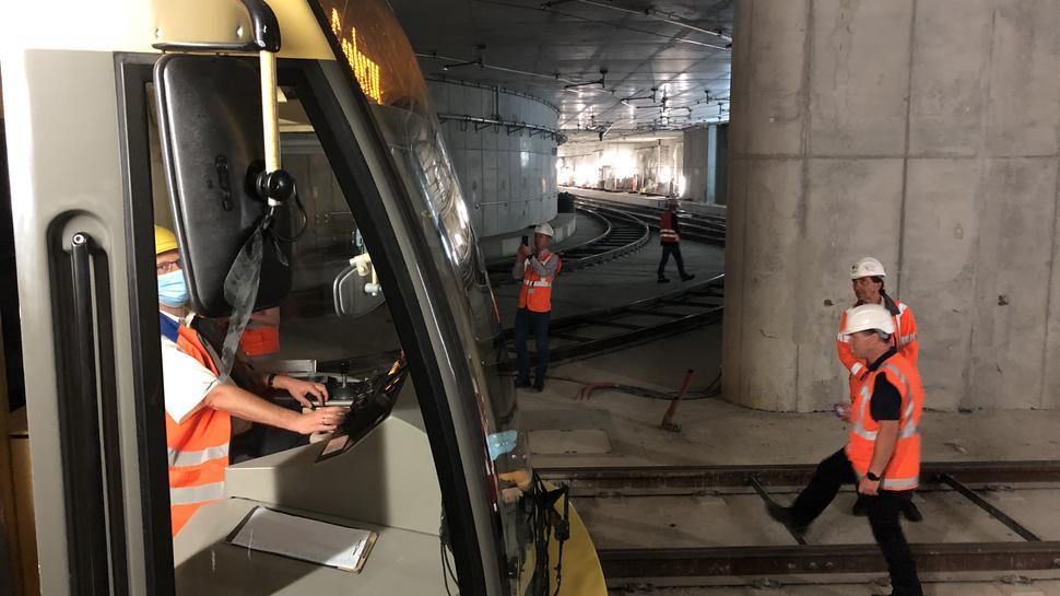 Unterirdischer Betrieb: Erstmals rollte eine Bahn am Gleisdreieck im Tunnel unter der Kaiserstraße beim Südabzweig am Marktplatz vorbei.