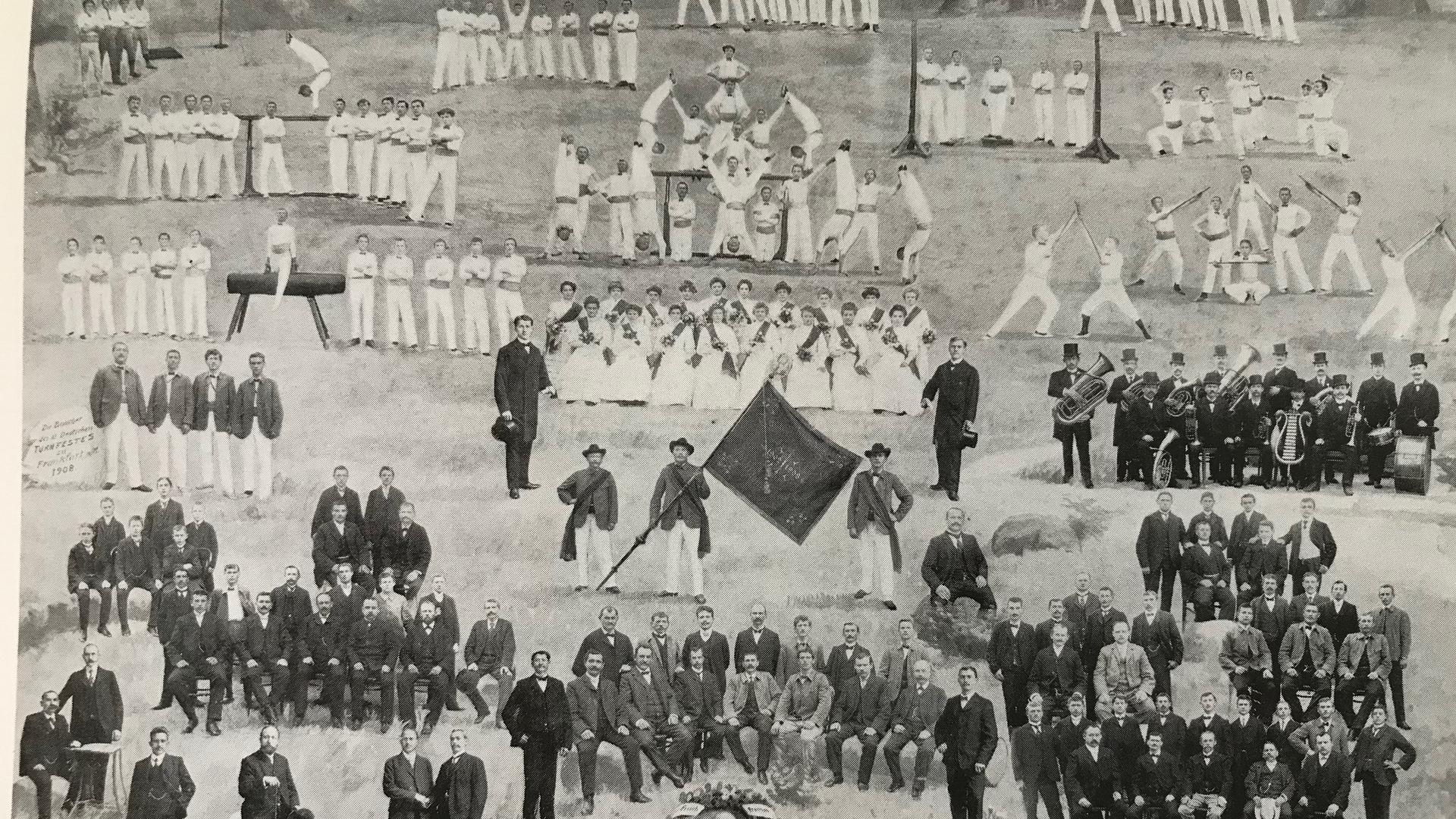 Die Fahnenweihe des Turnvereins Aue war im Jahr 1908 Anlass für ein großes Fest.