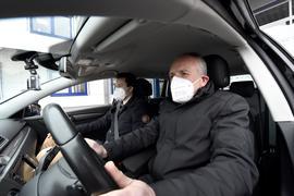 """""""Bei einem Fahranfänger hätte ich die Prüfung nicht als bestanden durchgehen lassen"""", lautet das Fazit von Prüfer Christian Kohl. Beim routinierten Autofahrer Rainer Haendle (rechts) drückt er aber ein Auge zu."""