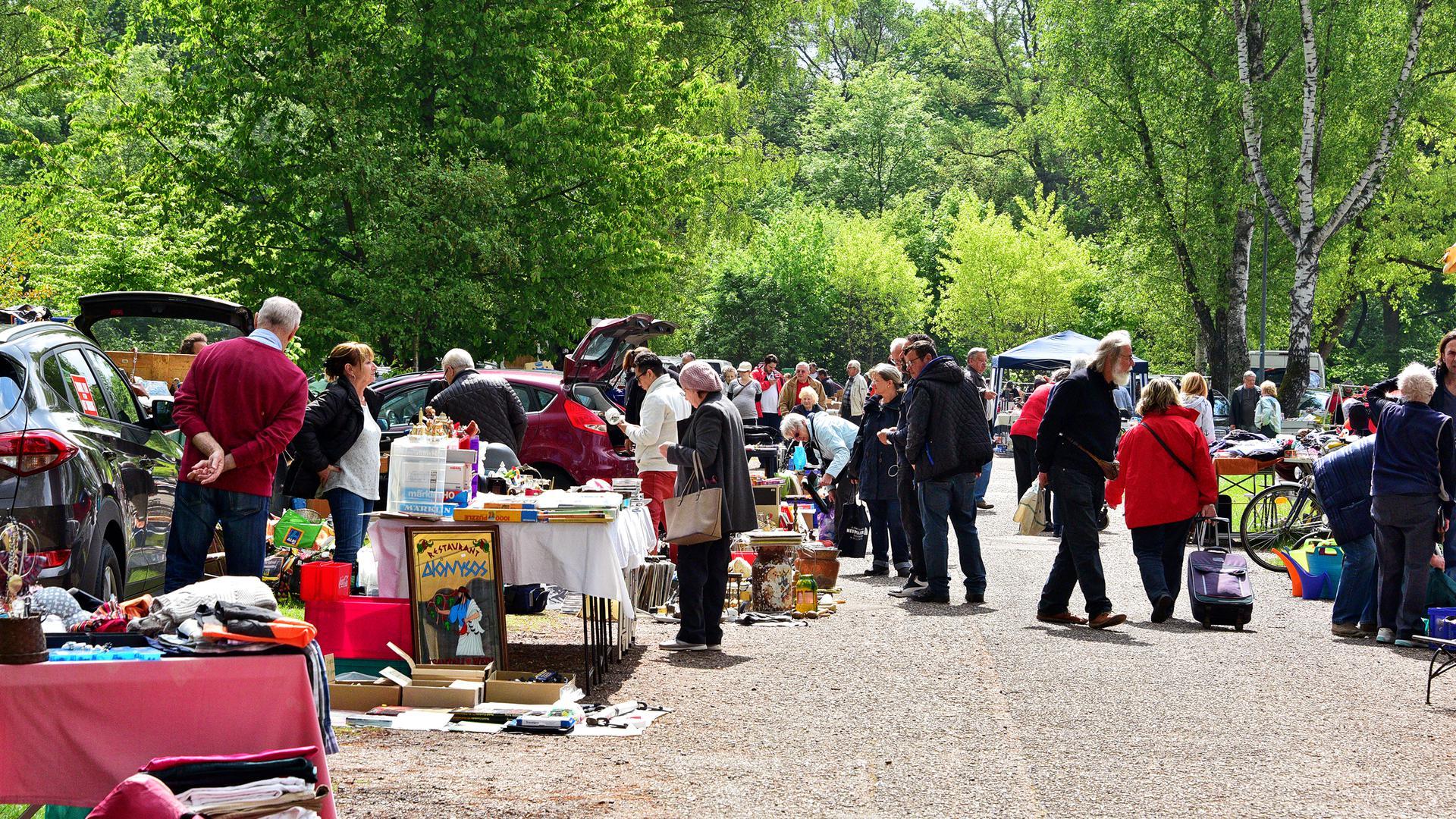 Auf dem Birkenparkplatz beim Wildparkstadion findet normalerweise immer freitags ein Flohmarkt statt.