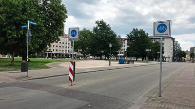 Nur kurz währt die Freude über die Kfz-freie Fahrradstraße am Friedrichsplatz.