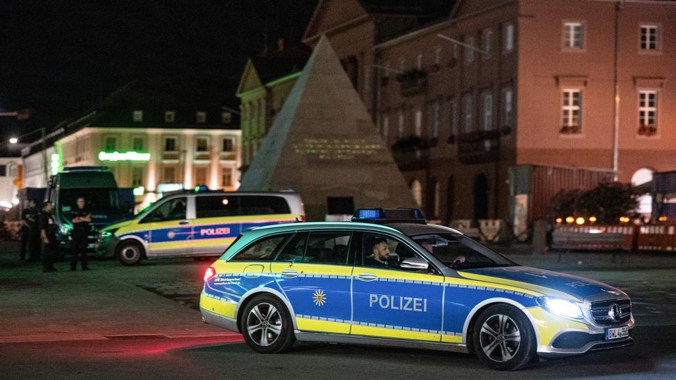 Präventiveinsatz: Die Polizei zeigt am Wochenende in der Innenstadt starke Präsenz.