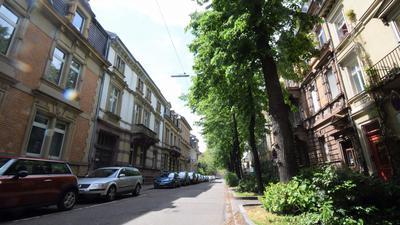 Altbauten und viel Grün: Die Karlsruher Gartenstraße wirkt friedlich. Am späten Mittwochabend kam es dort zu einer Gewalttat mit einem Todesopfer.