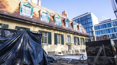 """Die """"Karlsruher Künstlerkolonie hinter dem Hauptbahnhof"""", die viele Jahre dort untergebracht war, ist schon vor einer Weile ausgezogen."""
