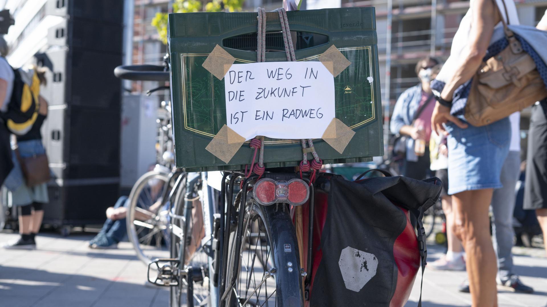 """""""Der Weg in die Zukunft ist ein Radweg"""""""
