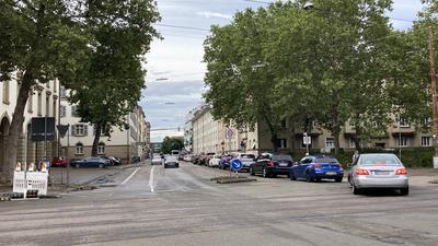 Lange Autoschlangen: Die Ritterstraße in Karlsruhe ist als Ausweichroute wegen des gesperrten Ettlinger Tors zurzeit überlastet.