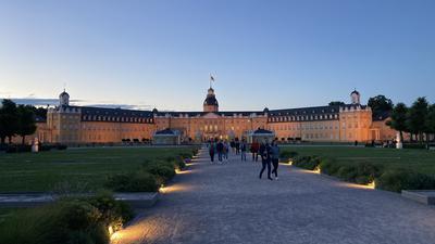 Viele Kamuna-Besucher schätzen die besondere Atmosphäre und die Möglichkeit, bei Dunkelheit in hell erleuchteten Museen stöbern zu können.
