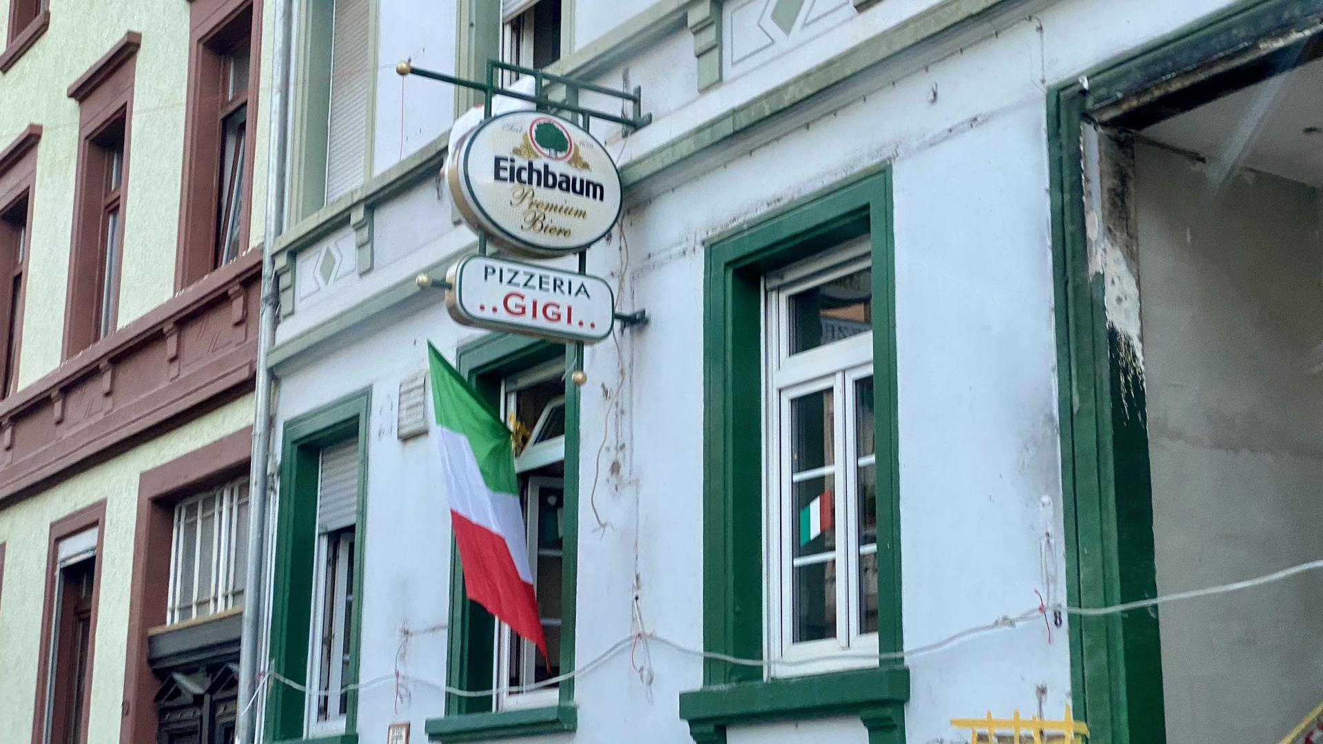 Die Pizzeria Gigi in der Karlsruher Südstadt zeigt Flagge.