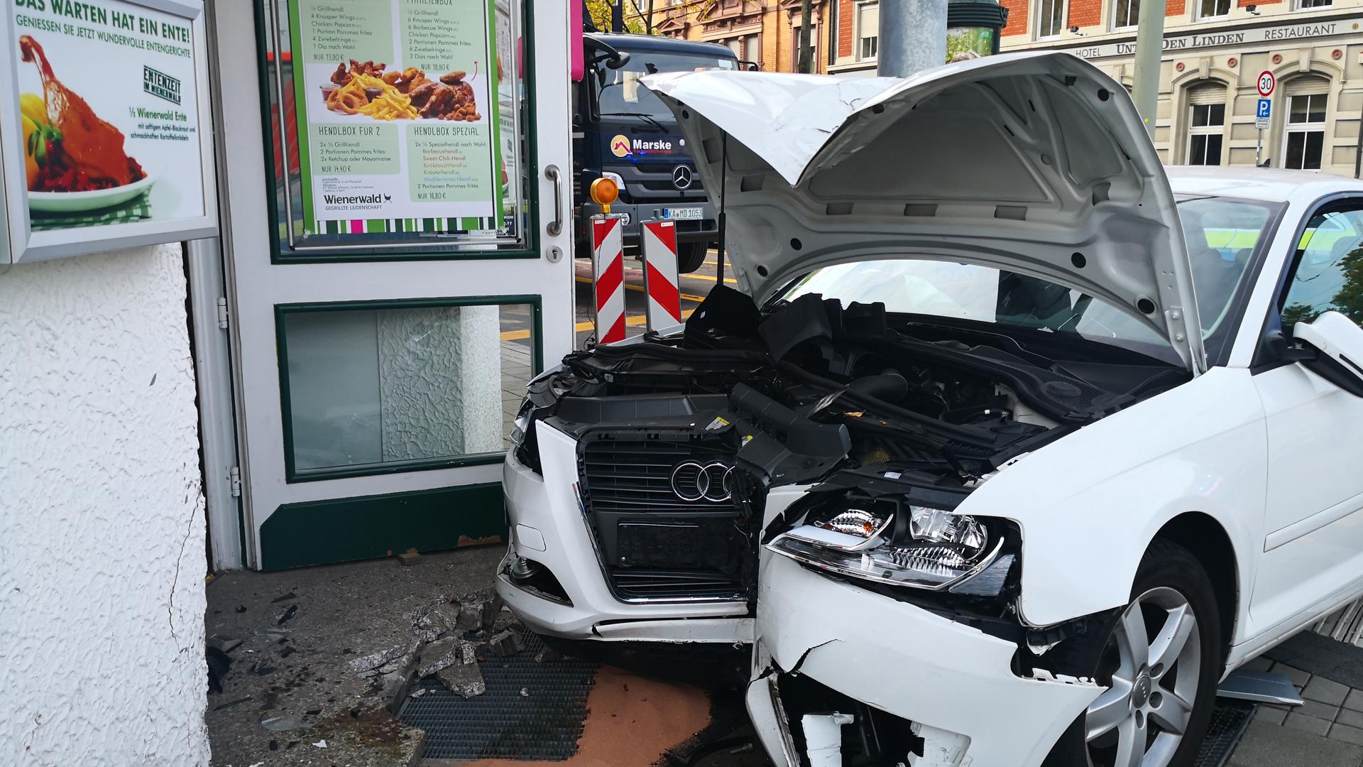 Verkehrsunfall in der Karlsruher Kaiserallee.