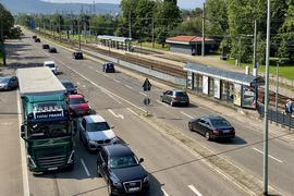 Viel Platz für Autos, aber nur wenig für alle anderen Verkehrsarten: Das soll sich im Süden von Karlsruhe-Rüppurr demnächst ändern.