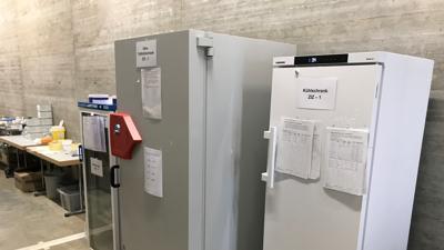 Kühlschränke im Impfzentrum Karlsruhe