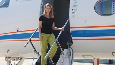 Startklar: KIT-Wissenschaftlerin Emma Järvinen ist dem noch nicht vollständig gelösten Rätsel der Eiswolken auf der Spur.