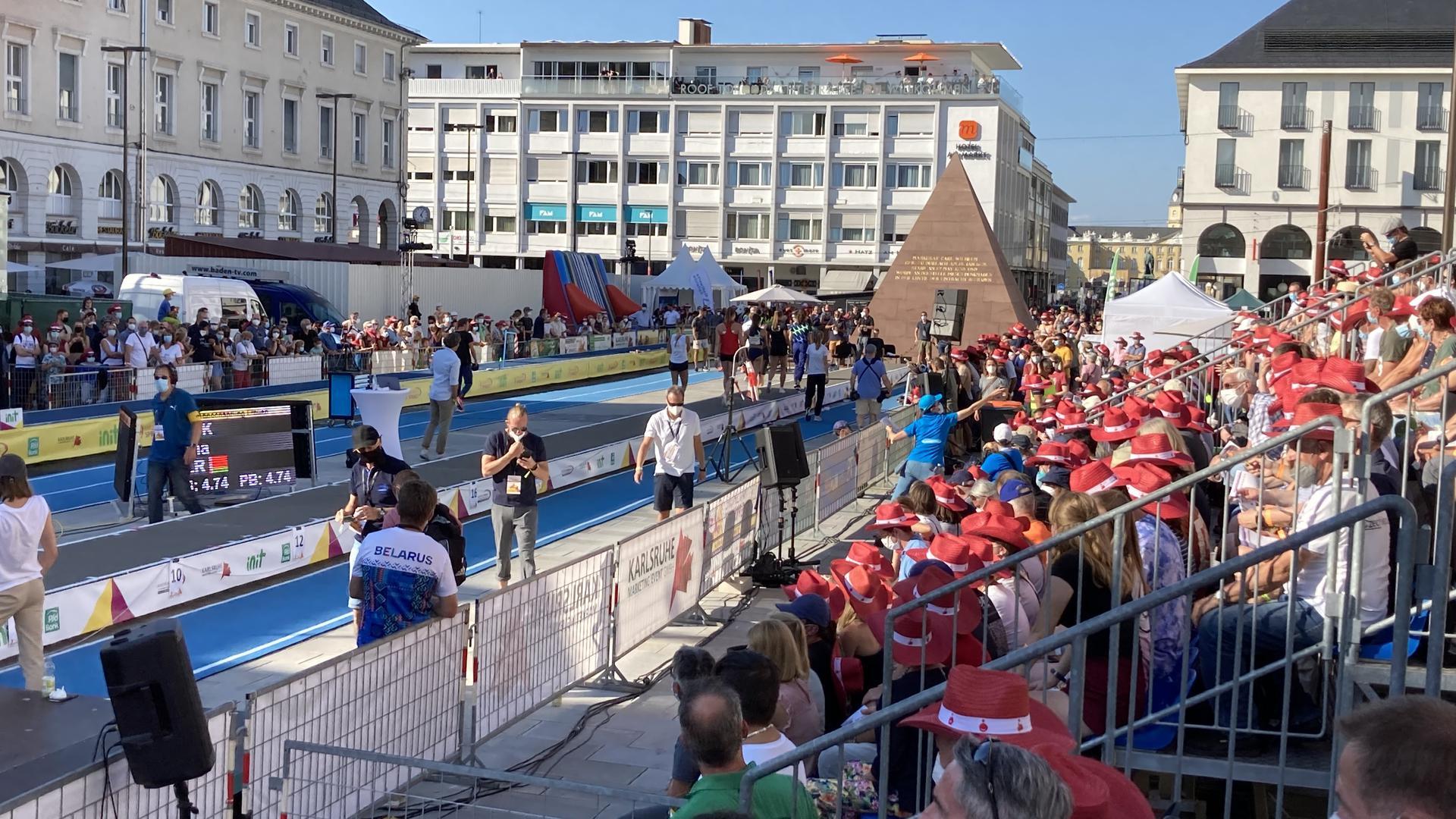 Für das Sprung-Spektakel wurde der Marktplatz in eine Leichtathletik-Arena verwandelt.