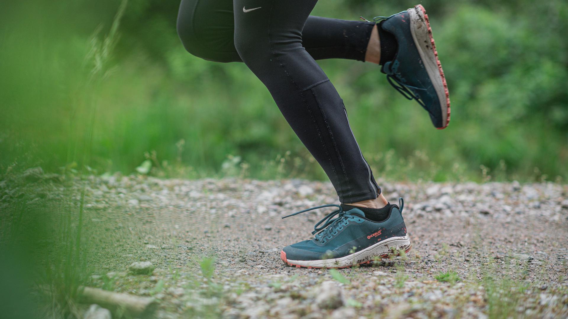 Zum Themendienst-Bericht von Tom Nebe vom 23. September 2020: Trail-Running-Schuhe werden oft stärker beansprucht als normale Laufschuhe und haben tendenziell einen höheren Verschleiß.