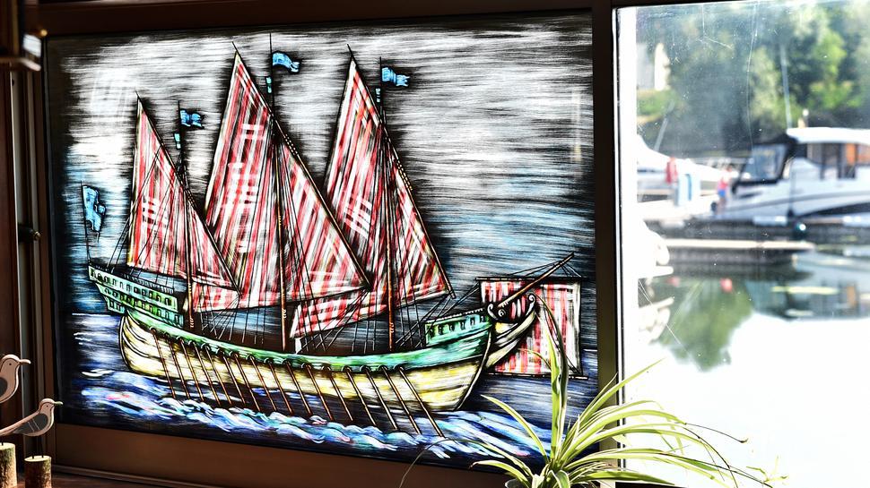Blick aus dem Schiffsrestaurant auf den Yachthafen des Motorbootclub Karlsruhe