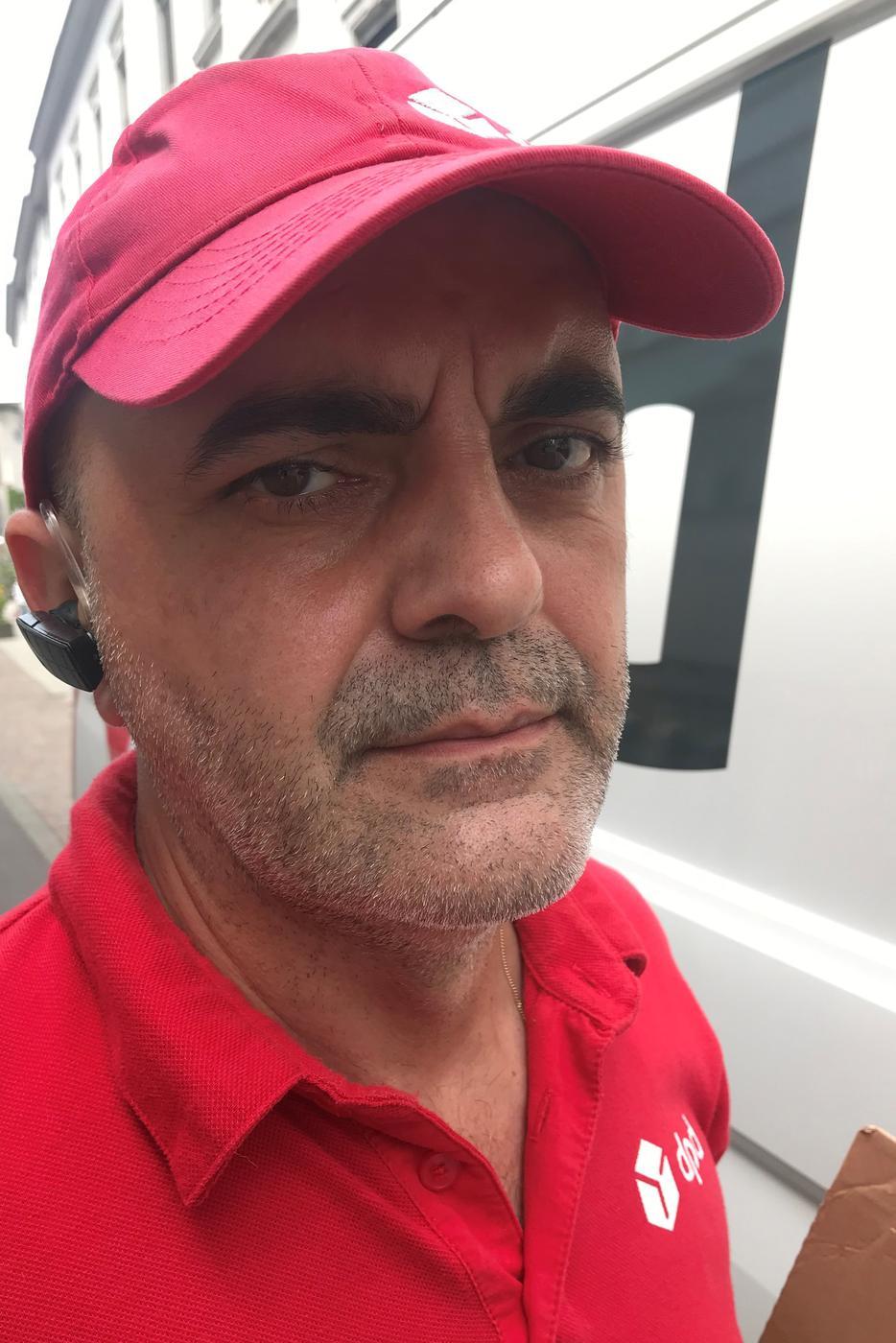 Marius Gheorghe ist Kurierfahrer und liefert Pakete aus.