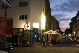 Kneipengeplänkel: Wenn es dunkel wird in der Südstadt, ranken sich die Tresengespräche im Milano um den nahenden Urnengang.