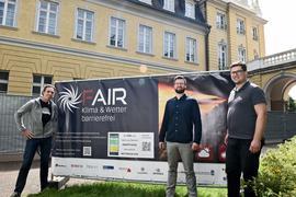 Arbeiten gemeinsam mit Wetterdaten: Markus Wiersch, Christian Nickel und Marvin Schuchert (von links) testen bei den Schlosslichtspielen die Apps aus dem FAIR-Projekt.