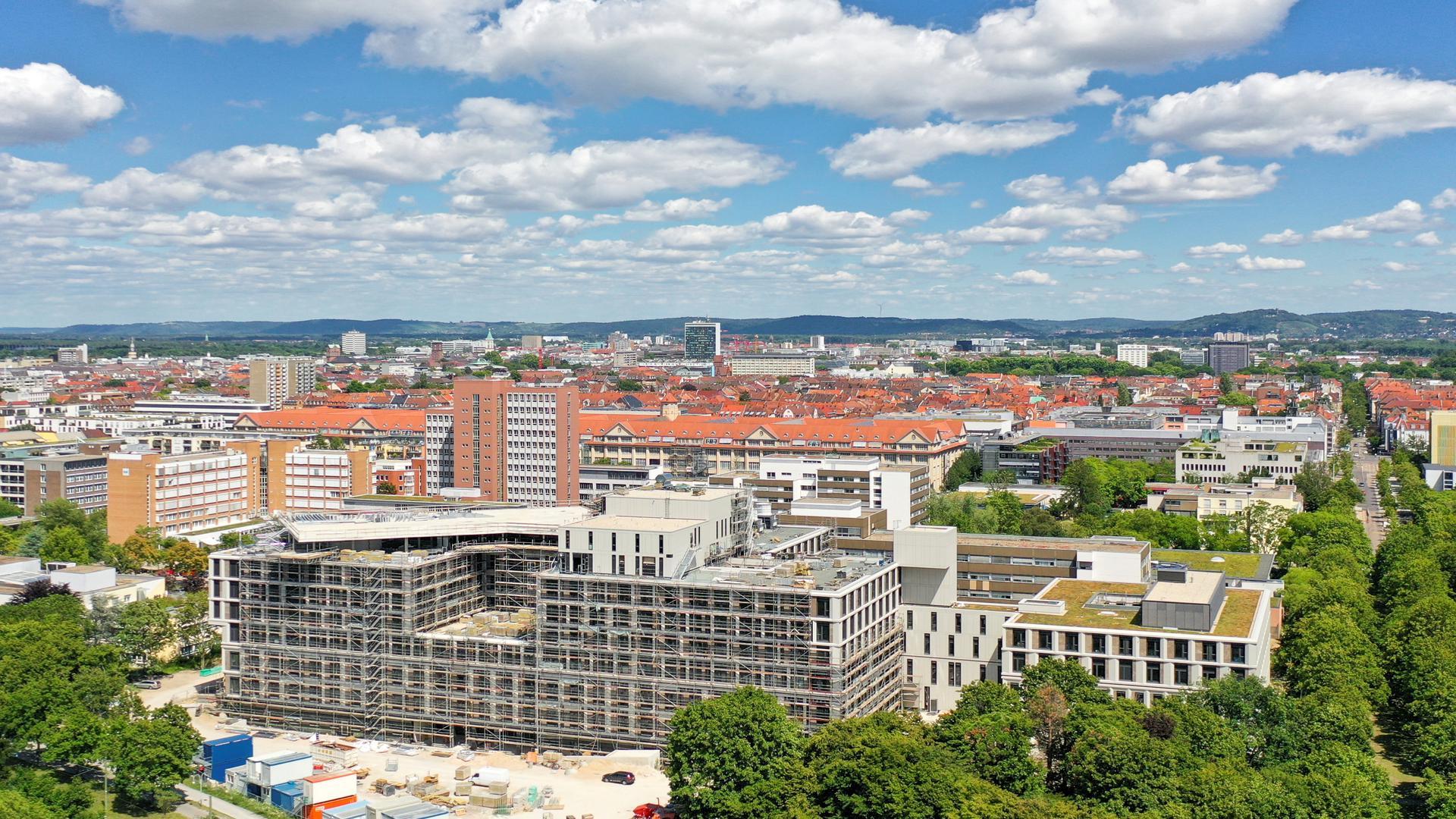 """Die neue Vincentius-Klinik: In einem halben Jahr beziehen die ViDia Kliniken ihren 190 Millionen Euro teuren Neubau  neben dem """"Vincenz"""" im Beiertheimer Feld."""