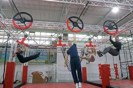 Vier Mitglieder der Zirkusfamilie Sperlich in der Ninja World Karlsruhe