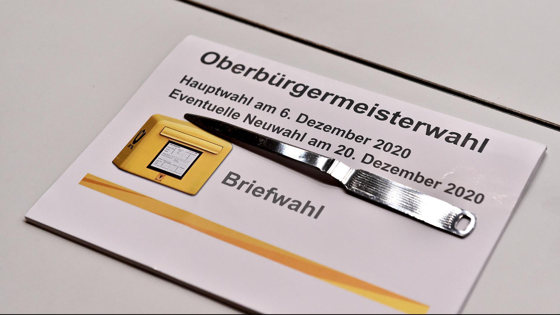Auszählung bei der OB-Wahl in der Karlsruher Schwarzwaldhalle