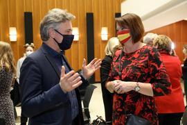 Oberbürgermeister Frank Mentrup im Rathaus im Gespräch mit Petra Lorenz, Kandidatin der Freien Wähler/Für Karlsruhe.