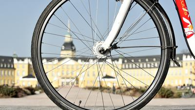 Karlsruhe ist zum zweiten Mal in Folge als fahrradfreundlichste Großstadt Deutschlands ausgezeichnet worden. Nicht in allen Bereichen geben die Karlsruher Radler der Stadt aber gute Noten.