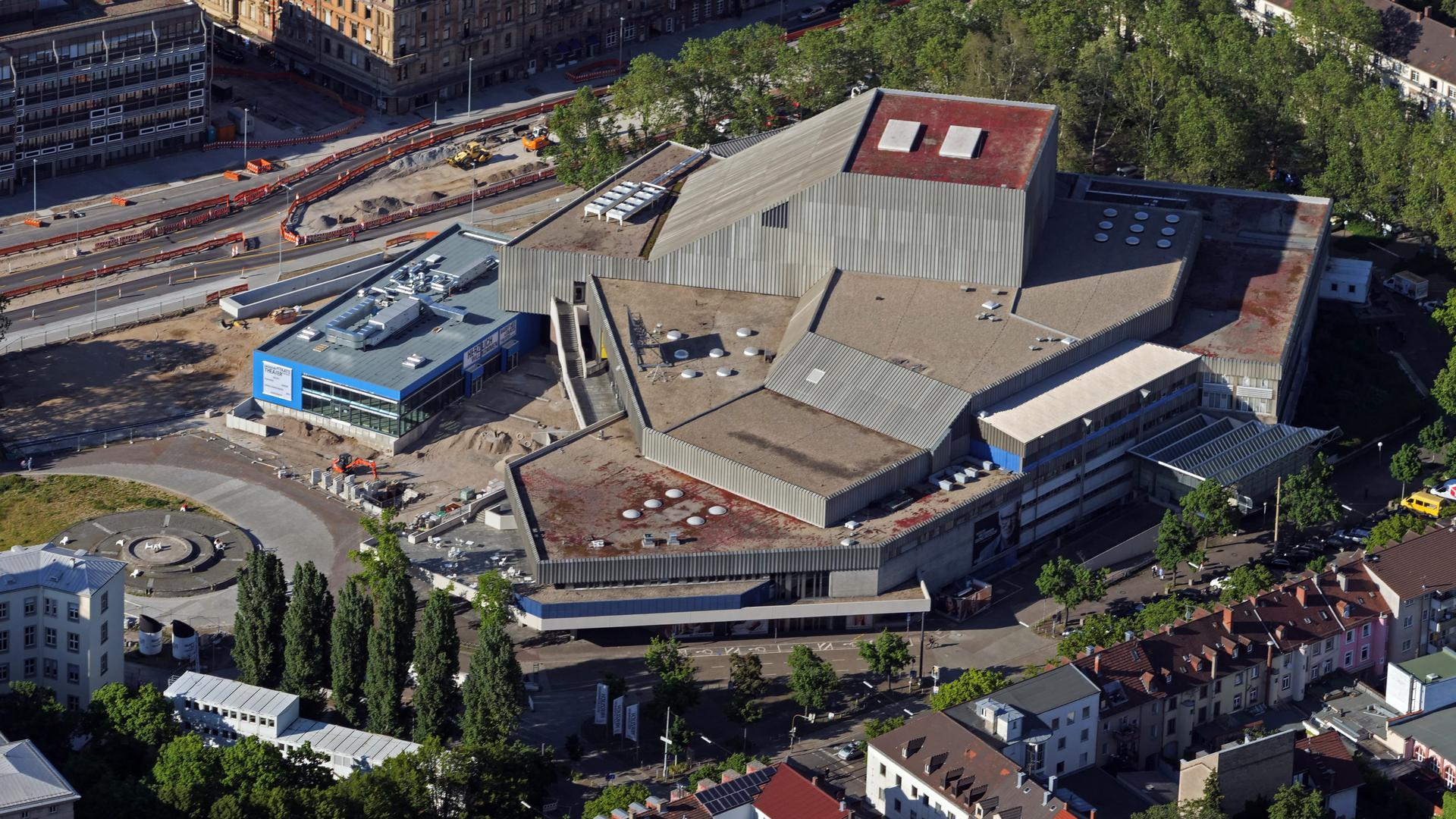 Mammut-Projekt: Die Sanierung des Badischen Staatstheaters ist ein Projekt von gewaltiger Tragweite. OB Frank Mentrup hat jetzt zahlreiche Fragen der Fraktionen beantwortet.