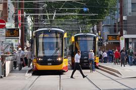 Bald Geschichte: Die über der U-Strab neu gebaute Straßenbahnhaltestelle auf dem Europaplatz soll nun wieder verschwinden. Die Gleise aber bleiben dort liegen; denn auf dem Euro rollen die Bahnen  auch nach Inbetriebnahme des Tunnels.