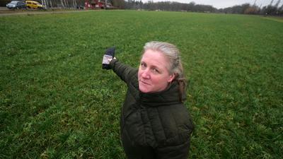 Zankapfel: Rund fünf Hektar landwirtschaftlicher Fläche soll Bio-Bäuerin Susanne Schleinkofer in Rüppurr abtreten - sie sollen künftig von fusionierten Rüppurrer Sportvereinen genutzt werden.