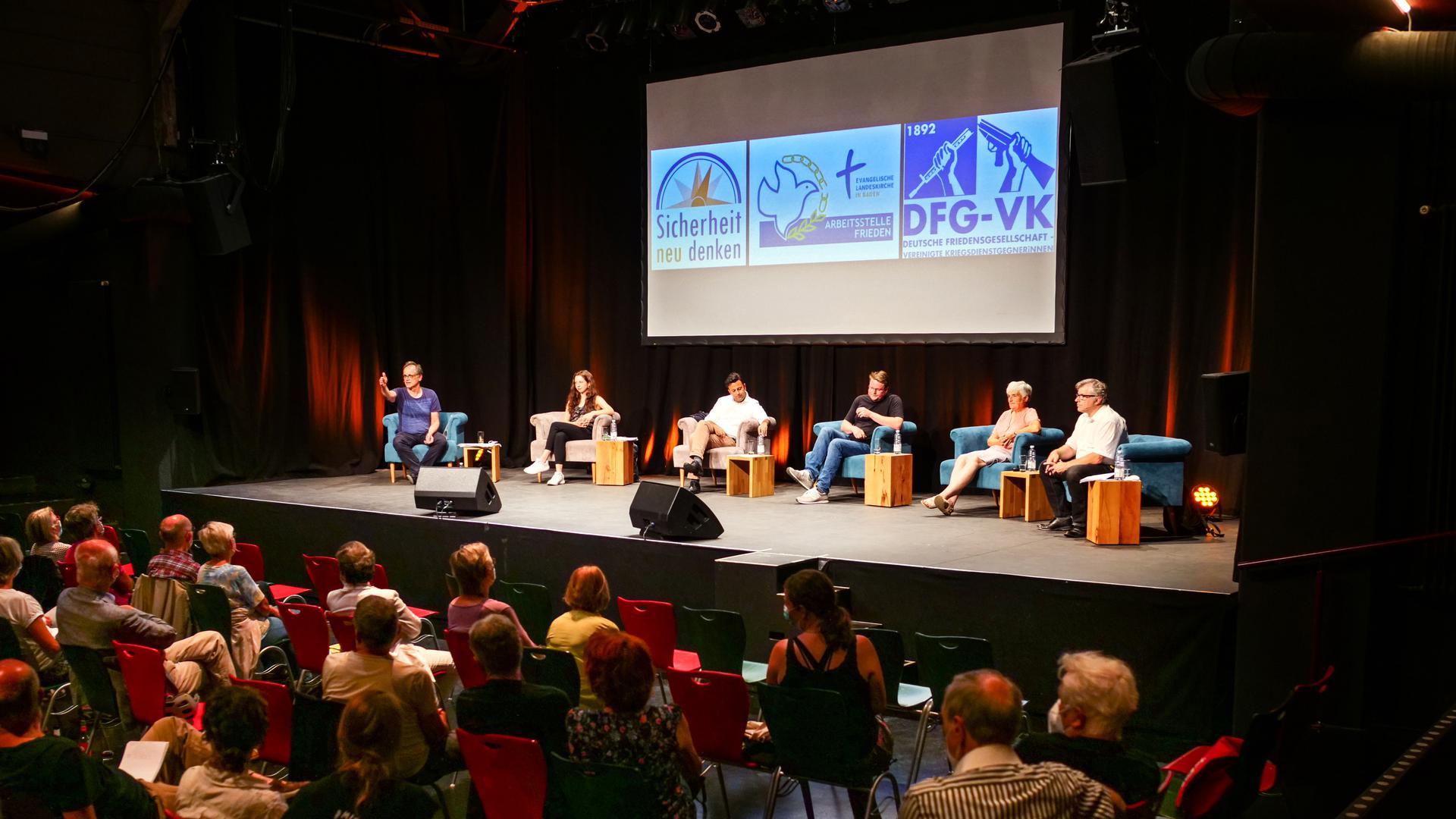 Diskussionsrunde zur Bundestagswahl zum Thema Frieden im Tollhaus Karlsruhe