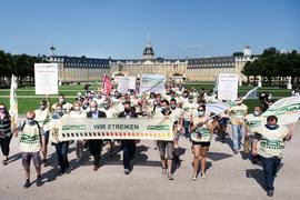 Entschlossen: Bei einer Streik-Demo in Karlsruhe machten Mitglieder der Lokführergewerkschaft GDL deutlich, dass sie von ihren Forderungen nicht abrücken werden.