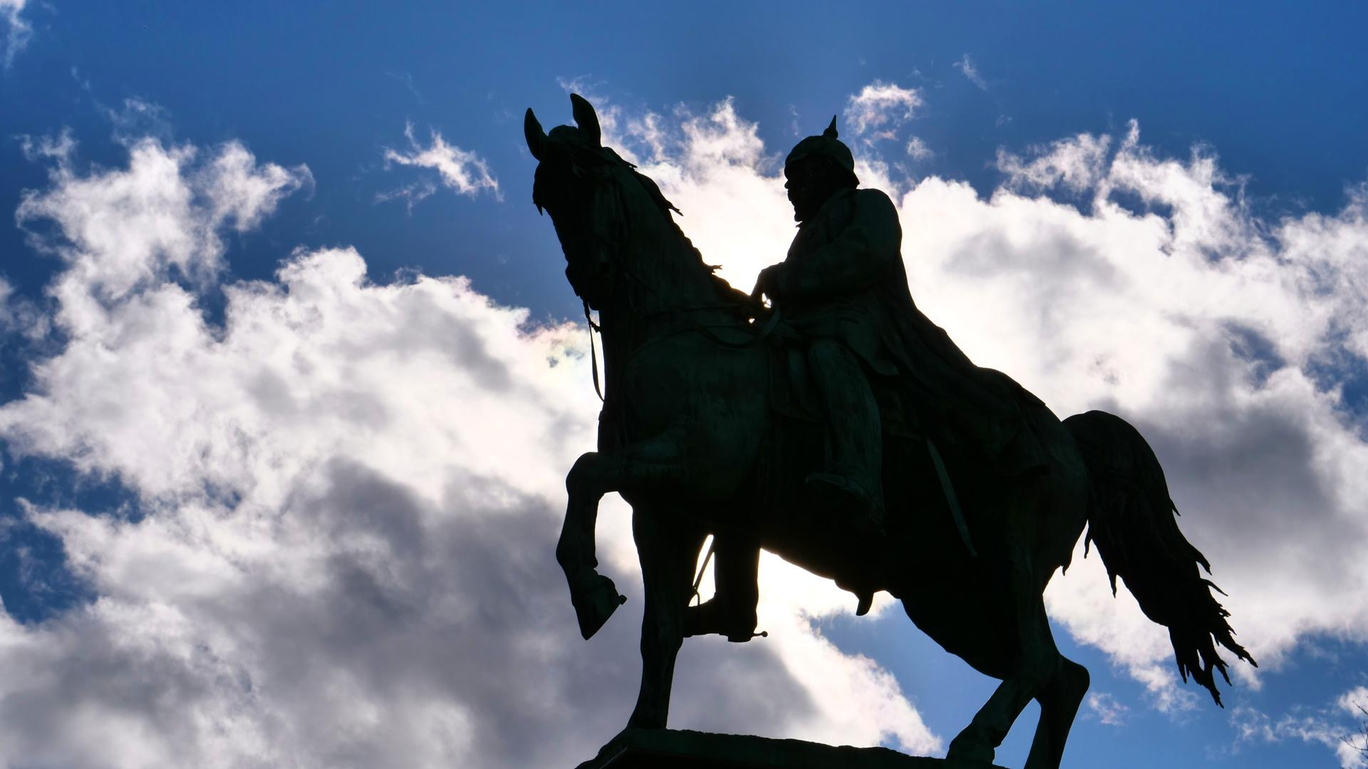 Umstrittene Heldenverehrung: Karlsruhe würdigt den vor 150 Jahren zum Kaiser ausgerufenen Wilhelm I. mit dem Reiterdenkmal auf dem Kaiserplatz.