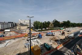 Auf der Zielgeraden: Der Umbau der Kriegsstraße strebt seinem Ende entgegen. Zwischen Karlstor und Ritterstraße werden nächstens die Gleise eingebaut. Am 12. Dezember nimmt das neue Liniennetz seinen Betrieb auf.