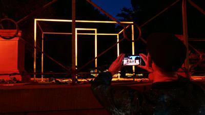Lichtinstallation im Nymphengarten Karlsruhe- Foto zu PK Lichtspiele