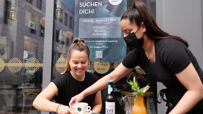 Das Lindenberg in der Karlsruher Innenstadt hat gerade erst eröffnet und sucht immer noch nach Personal für Küche, Service und Bar.