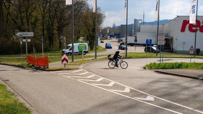 8.4.2021 verbesserte Situation für Fahrradfahrer an der Elfmorgenbruchstraße beim Durlach Center