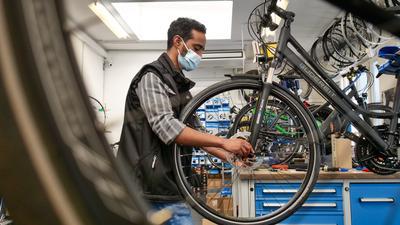 Boomendes Geschäft: Fahrräder sind - wie hier beim Karlsruher Fachgeschäft Strebel - stark nachgefragt, doch infolge der Corona-Pandemie stockt vielfach der Nachschub.