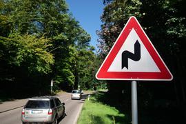 Diskussion: Auf der Tiefentalstraße zwischen Hohenwettersbach und Zündhütle, wo sich jüngst ein tödlicher Unfall ereignet hat, besteht kein ausdrückliches Tempolimit.