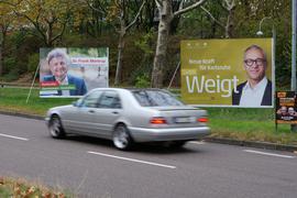 Wahlkampf am Wegesrand: Zumindest Plakate gibt es in der gewohnten Form. Andere Art der Werbung ist in Zeiten des Lockdowns schwieriger.