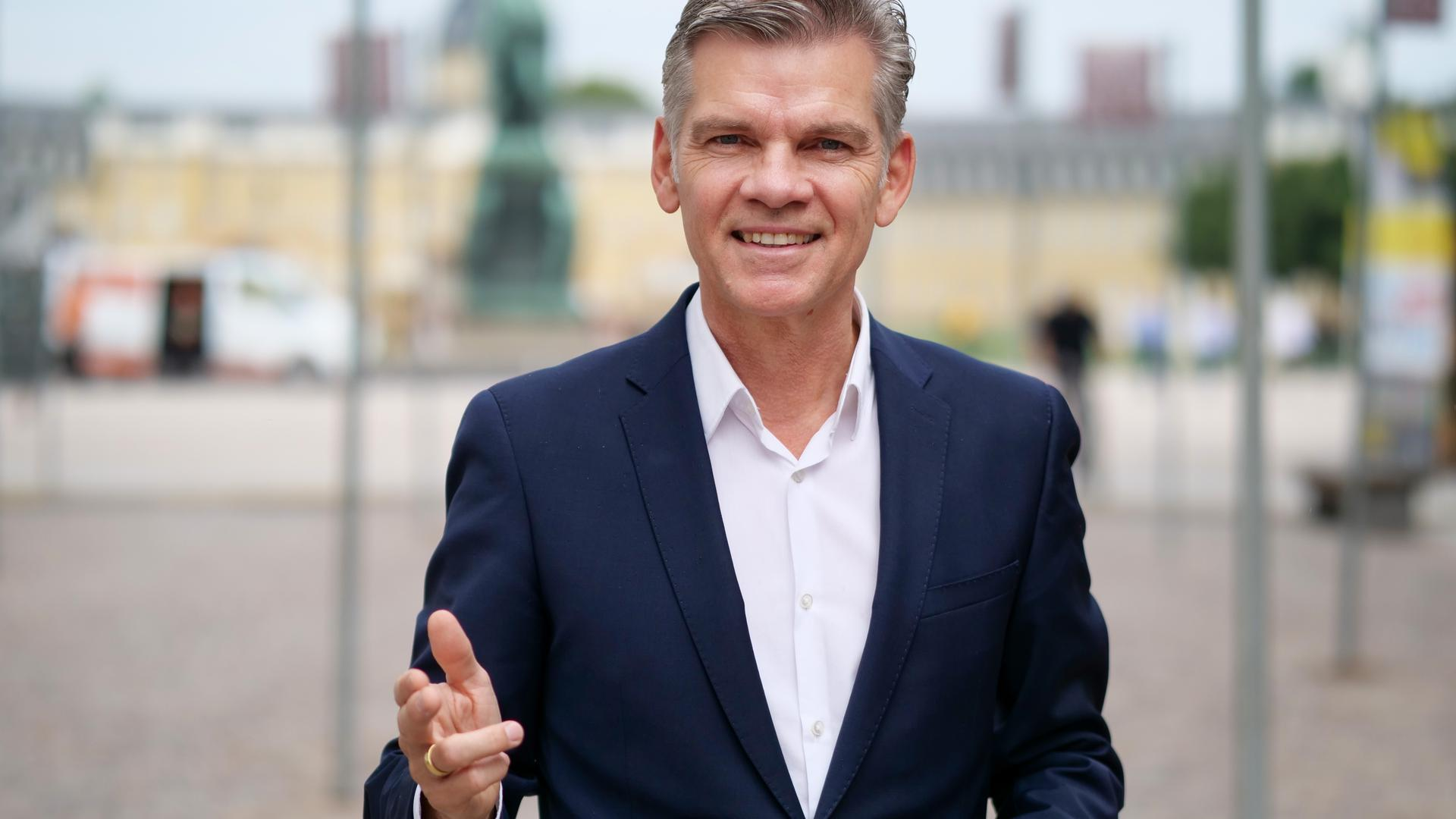 Auf dem Platz der Grundrechte: Der CDU-Bundestagsabgeordnete Ingo Wellenreuther versteht sich als Sachwalter der Karlsruher Belange im Bundestag.