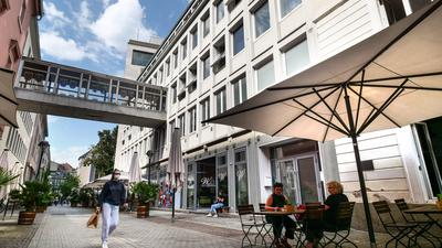 Unklare Zukunft: Während das Gasthaus Marktlücke (rechts im Bild) seinen Betrieb weiterlaufen lassen kann, müssen das Wohnzimmer (Mitte) und vielleicht auch der Irish Pub (links) zumindest vorübergehend ihre Räumlichkeiten an der Zähringerstraße aufgeben.