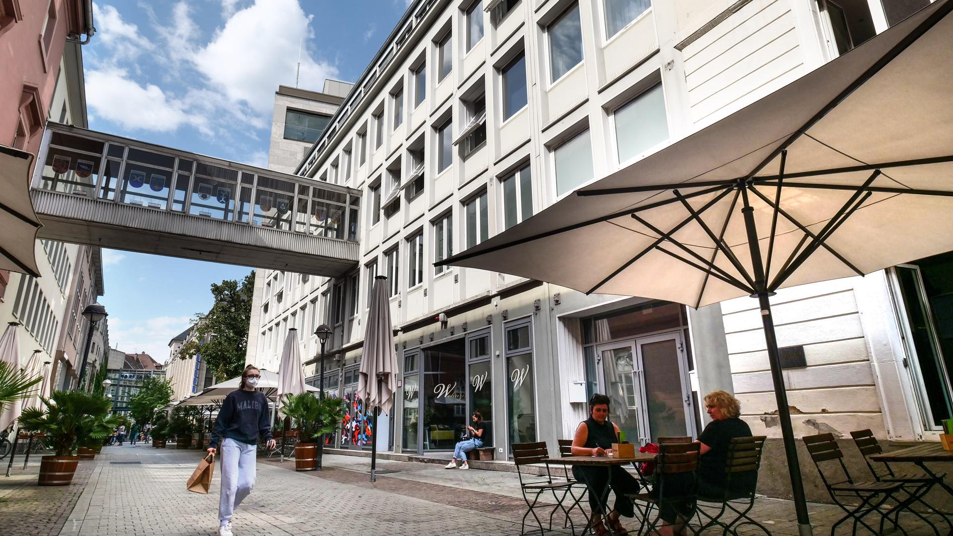 Während das Gasthaus Marktlücke (rechts im Bild) seinen Betrieb weiterlaufen lassen kann, müssen das Wohnzimmer (Mitte) und vielleicht auch der Irish Pub (links) zumindest vorübergehend ihre Räumlichkeiten an der Zähringerstraße aufgeben.