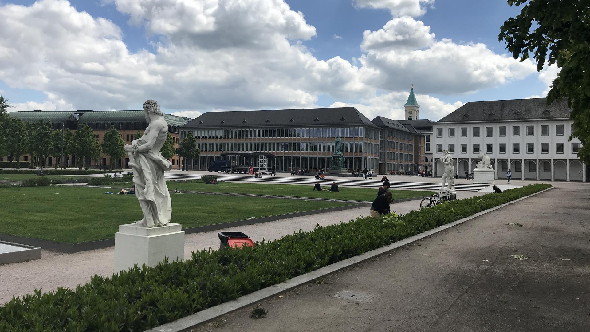Beliebter Treffpunkt, aber weit und breit kein Klo: Das kritisiert ein Karlsruher in einem Online-Beteiligungsverfahren zur Zukunft der Innenstadt.
