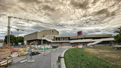 Dunkle Wolken ziehen auf am Badischen Staatstheater in Karlsruhe. Leitende Mitarbeiter sollen ihre Macht missbraucht haben. Nun prüft die Staatsanwaltschaft, ob ermittelt werden muss.