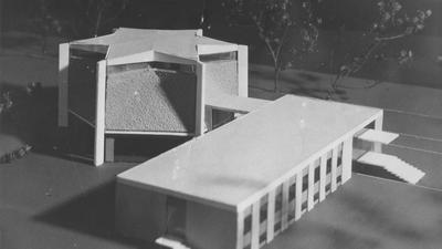 Ein Modell der Karlsruher Architekten von 1971 zeigt die Form des Bauwerks. Es war der erste badische Synagogen-Neubau nach dem Holocaust.